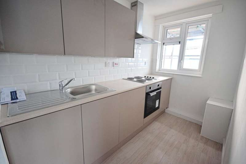 1 Bedroom Flat for sale in Sherwood House, Bush Fair, Harlow, CM18 6NN