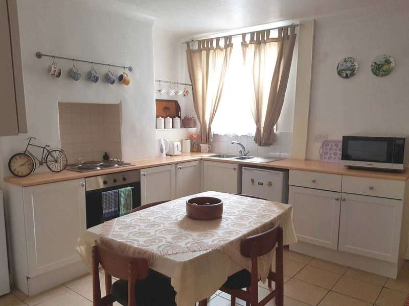 2 Bedrooms Terraced House for sale in Wellington Street, Gainsborough, Lincolnshire, DN21 1BX