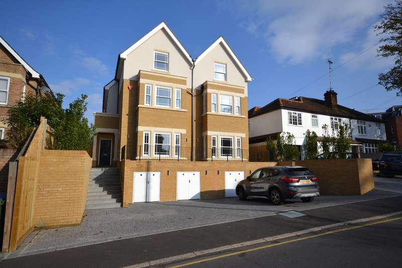 4 Bedrooms Semi Detached House for sale in Weybridge
