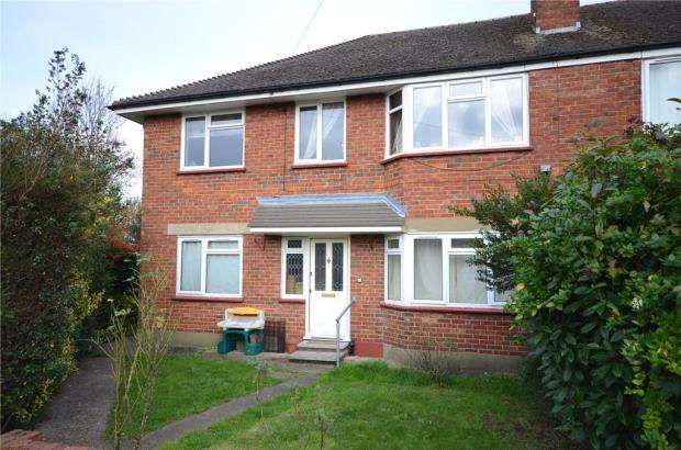 2 Bedrooms Maisonette Flat for sale in May Crescent, Ash, Surrey