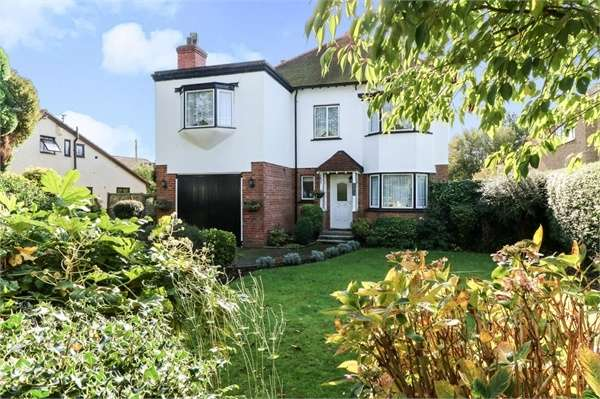 4 Bedrooms Detached House for sale in Ashford Road, Newingreen, Hythe, Kent