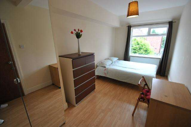 6 Bedrooms Semi Detached House for rent in Barnsfold Avenue, Fallowfield, Manchester, M14 6FJ