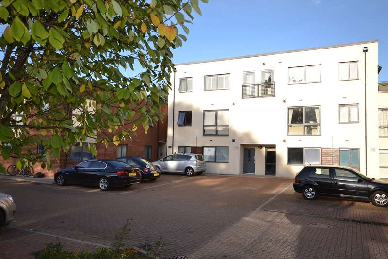 2 Bedrooms Flat for sale in Ham