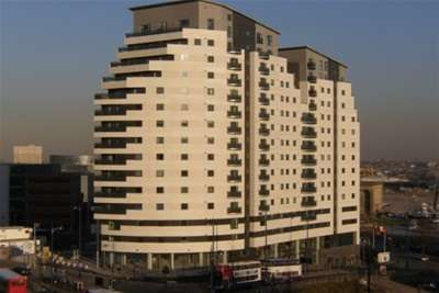 2 Bedrooms Flat for rent in Masshouse Plaza