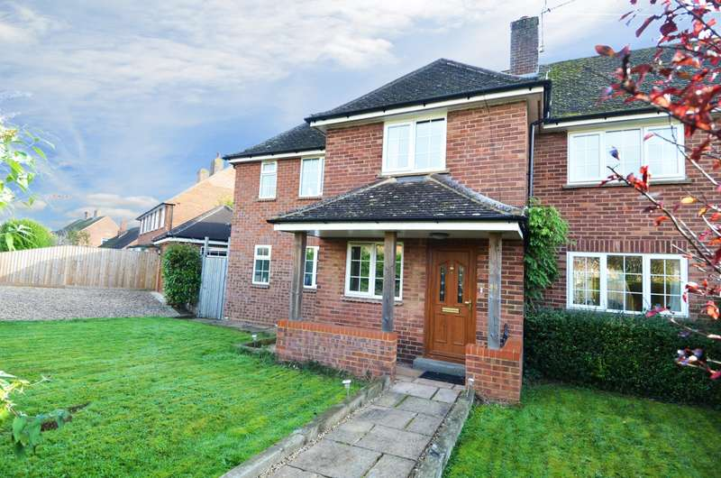 4 Bedrooms Semi Detached House for sale in Buckingham Way, Flackwell Heath, HP10