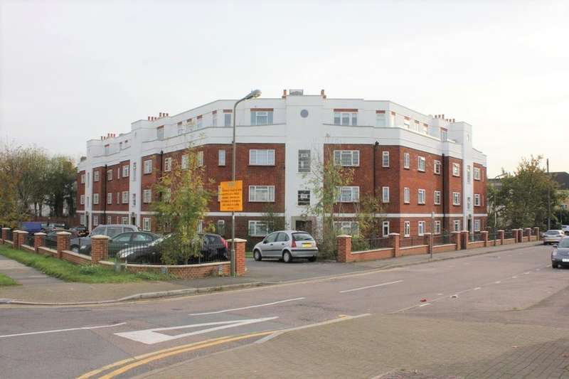 2 Bedrooms Flat for sale in GROSVENOR COURT, HALE LANE, NW7