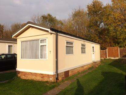 1 Bedroom Bungalow for sale in Gamston Mobile Home Park, Bassingfield Lane, Gamston, Nottingham