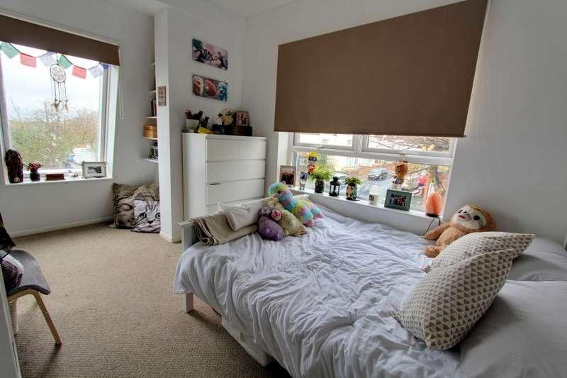 1 Bedroom Flat for sale in Fairmead Avenue, Westcliff On Sea