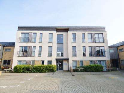 2 Bedrooms Flat for sale in Lee On The Solent, Portsmouth, Hampshire