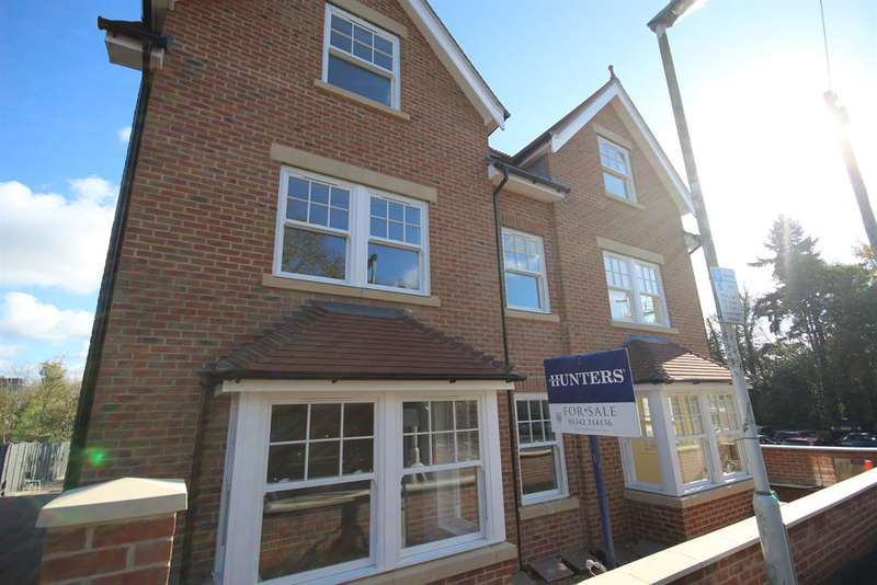 2 Bedrooms Flat for sale in Flat 5 - Worth House, Grosvenor Road, East Grinstead, RH19