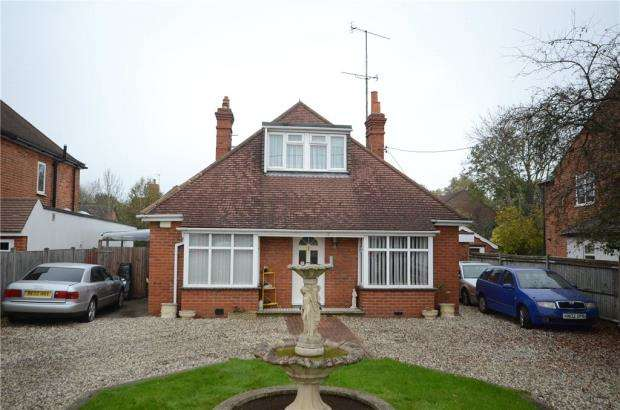 4 Bedrooms Detached Bungalow for sale in Reading Road, Winnersh, Wokingham