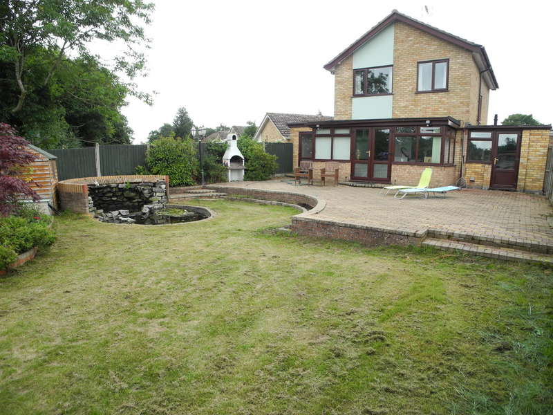 3 Bedrooms Detached House for sale in Elms Close, Earsham, Bungay