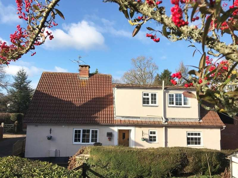 4 Bedrooms Semi Detached House for sale in West Hill