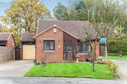 2 Bedrooms Bungalow for sale in Hudson Close, Old Hall, Warrington, Cheshire, WA5