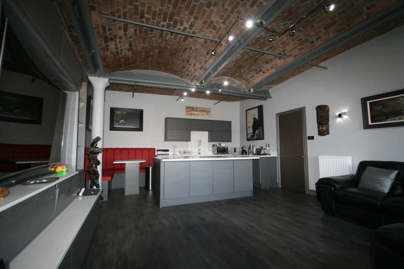 2 Bedrooms Apartment Flat for sale in Albert Dock, Liverpool, L3
