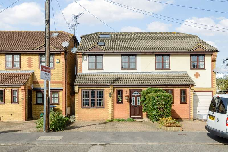4 Bedrooms Semi Detached House for rent in Addlestone
