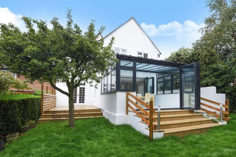 5 Bedrooms Detached House for sale in The Cottage Hill Close, Harrow on the Hill, HA1
