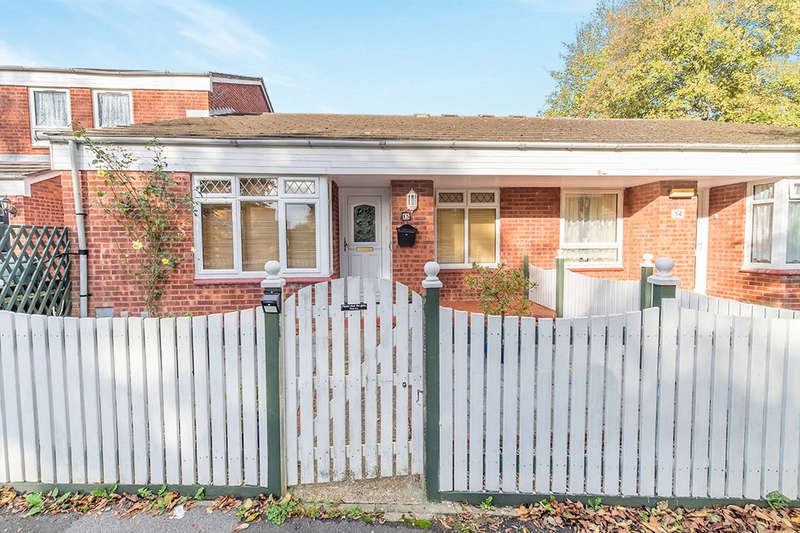 2 Bedrooms Bungalow for sale in Redbridge Close, Chatham, ME5