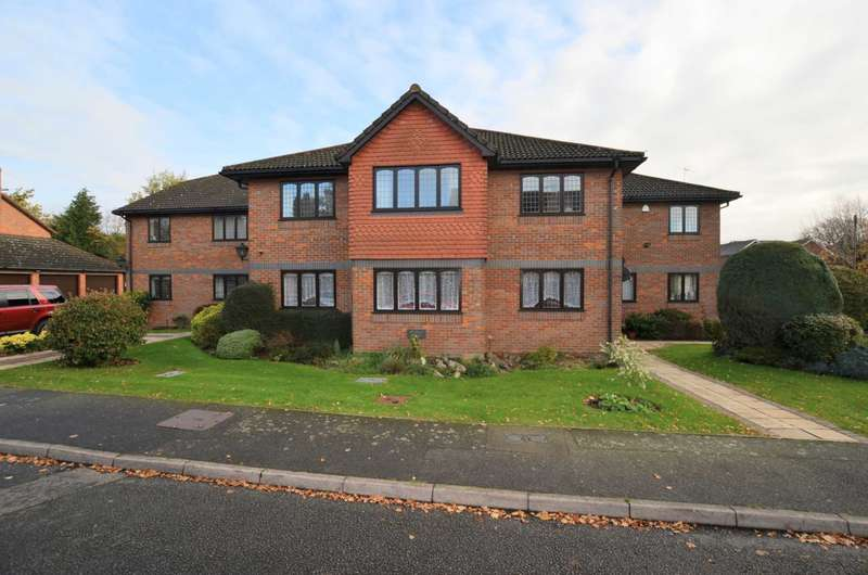 2 Bedrooms Apartment Flat for rent in Hervines Court, Amersham HP6