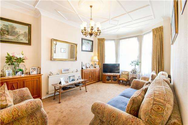 3 Bedrooms End Of Terrace House for sale in Melrose Avenue, LONDON, SW19 8AX