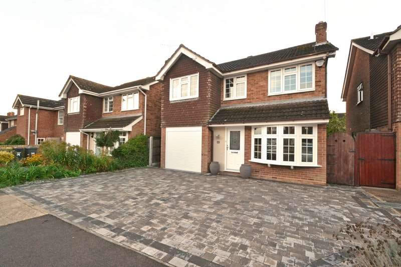 4 Bedrooms Detached House for sale in Knivet Close, Rayleigh, Essex, SS6