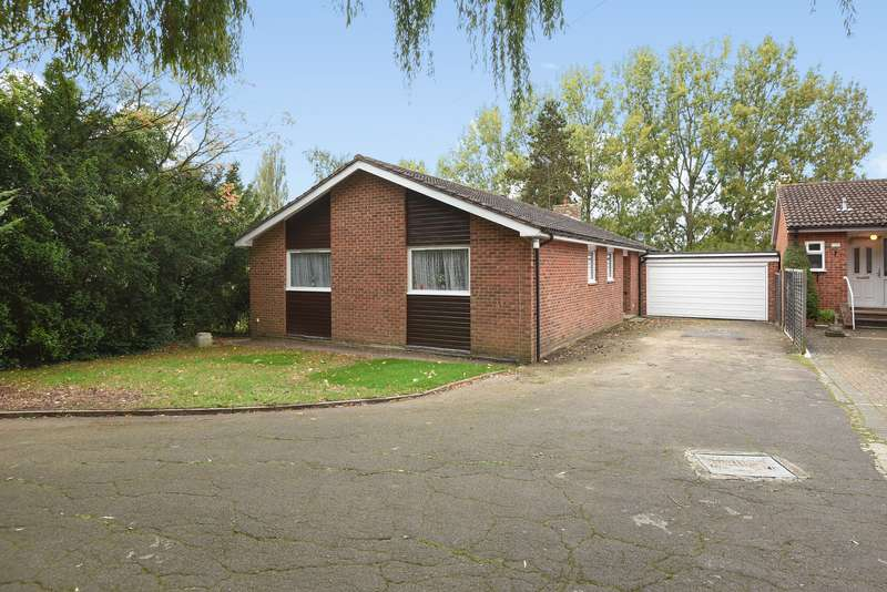 4 Bedrooms Detached Bungalow for sale in The Drive, Northwood, Middlesex, HA6 1HP