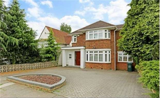 5 Bedrooms Detached House for rent in Edgwarebury Lane, Edgware
