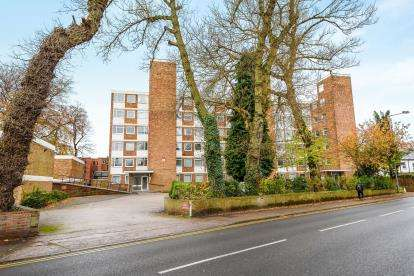 2 Bedrooms Flat for sale in Springhill Court, Sutton Road, Walsall, West Midlands