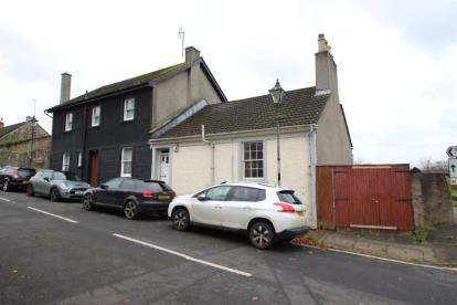 3 Bedrooms End Of Terrace House for sale in West Road, Irvine, North Ayrshire