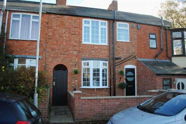3 Bedrooms Terraced House for sale in Manor Road, Kingsthorpe, Northampton NN2 6QJ