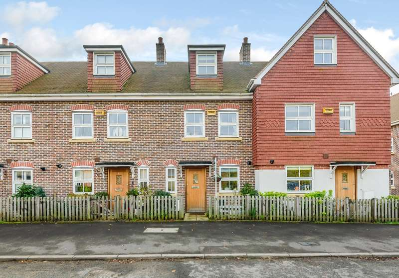 3 Bedrooms Terraced House for sale in Chilworth