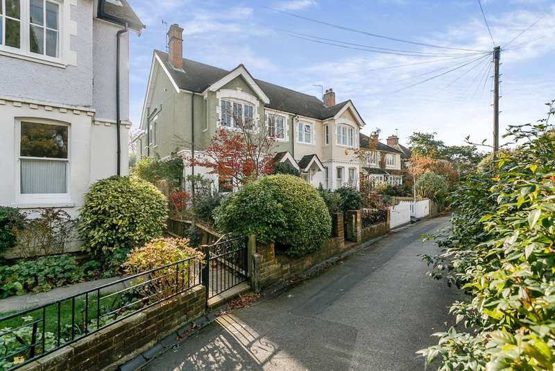 4 Bedrooms Semi Detached House for sale in Thames Ditton