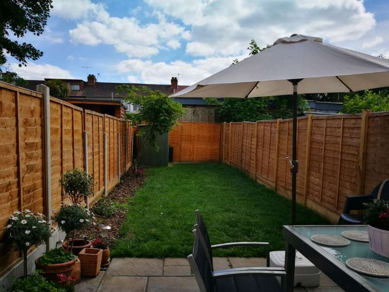 1 Bedroom Terraced House for sale in Mansard Close, Hornchurch