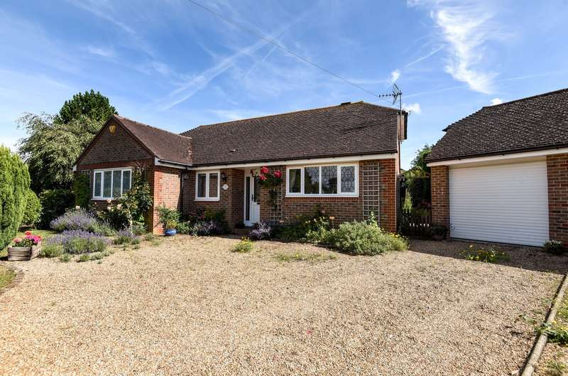 2 Bedrooms Detached Bungalow for sale in The Common, West Chiltington, RH20