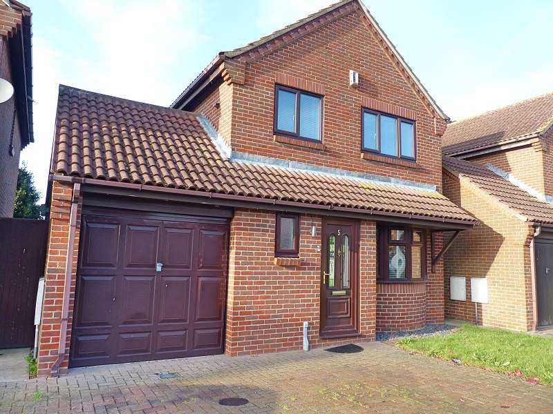 3 Bedrooms Detached House for sale in Spring Drive, Farcet, Peterborough, PE7 3AJ