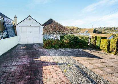 3 Bedrooms Bungalow for sale in Newton Abbot, Devon, United Kingdom