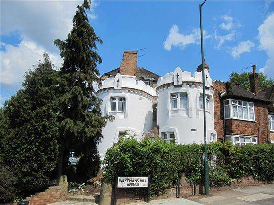 3 Bedrooms Maisonette Flat for sale in Whitecastle Mansions, Wakemans Hill Avenue, KINGSBURY, NW9 0UX