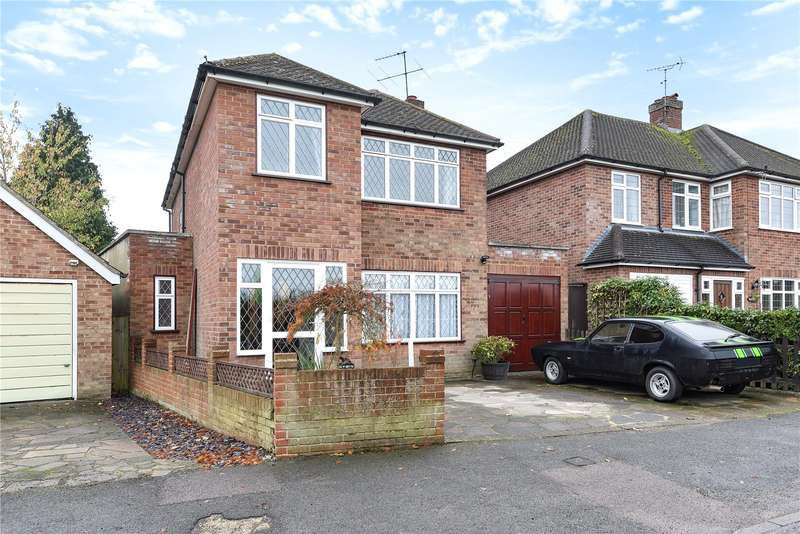 3 Bedrooms Detached House for sale in Pen-y-Bryn, Little Green Lane, Croxley Green, Hertfordshire, WD3