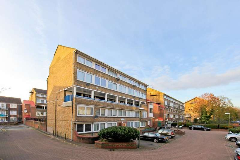 4 Bedrooms Flat for sale in Garnies Close, London SE15