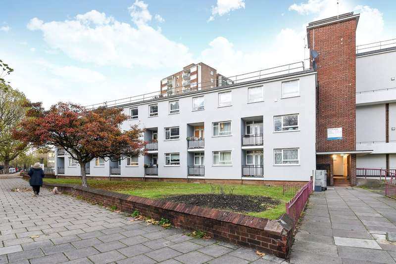 Flat for sale in Barlow House, South Bermondsey