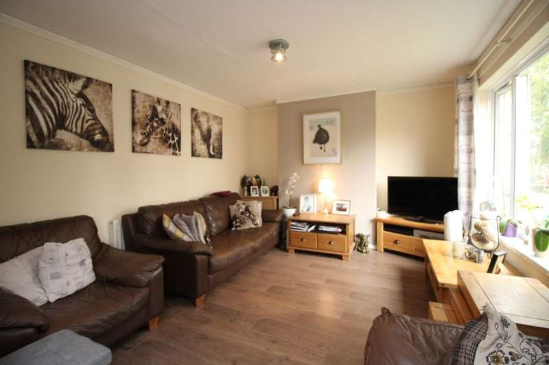3 Bedrooms Flat for sale in Widmore Drive, Adeyfield, Hemel Hempstead, HP2