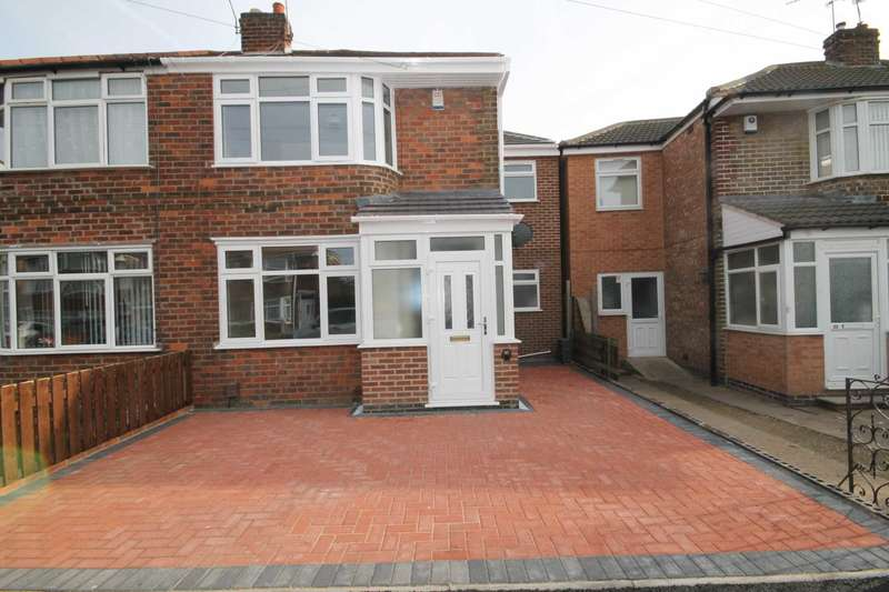 4 Bedrooms Semi Detached House for sale in Roseway, Rushey Mead