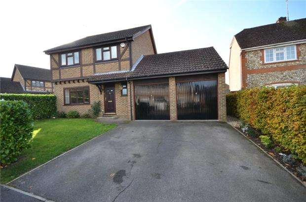 4 Bedrooms Detached House for sale in Throgmorton Road, Yateley, Hampshire