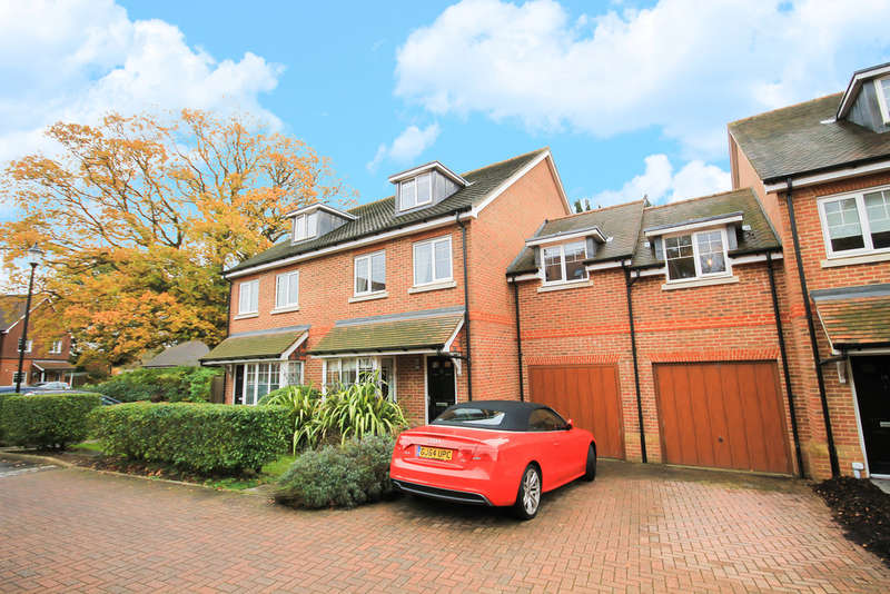 4 Bedrooms Semi Detached House for rent in Beacon Rise, East Grinstead