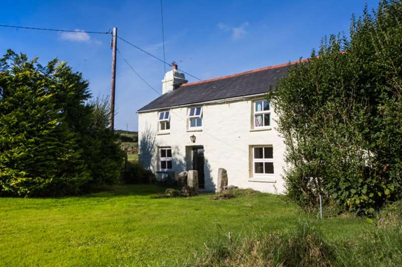 3 Bedrooms Detached House for sale in Fenton Pits, Bodmin, Cornwall, PL30