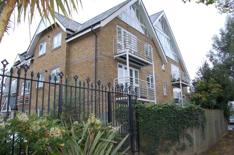 2 Bedrooms Apartment Flat for sale in Hampton