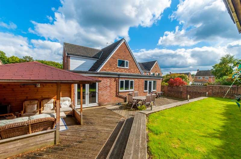 4 Bedrooms Detached House for sale in Argyll Close, Horsforth, LS18