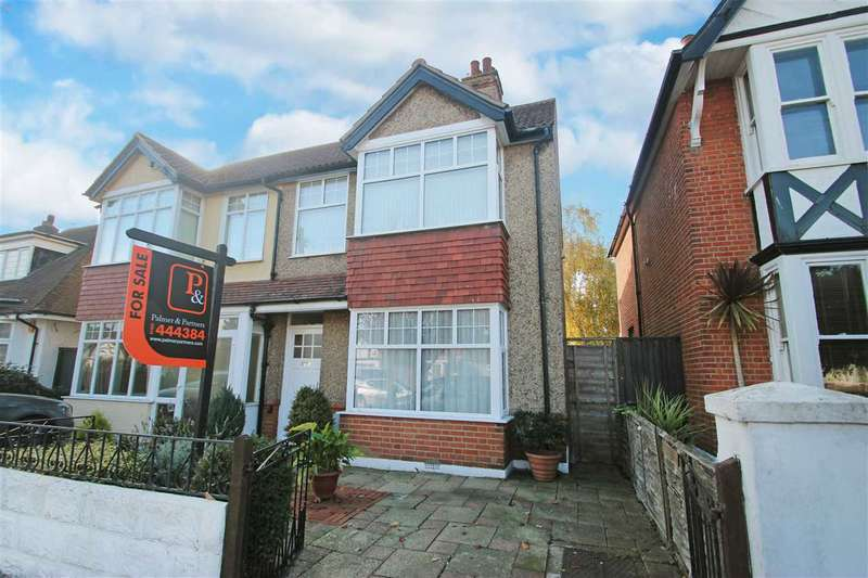 3 Bedrooms Semi Detached House for sale in Chapman Road, East Clacton