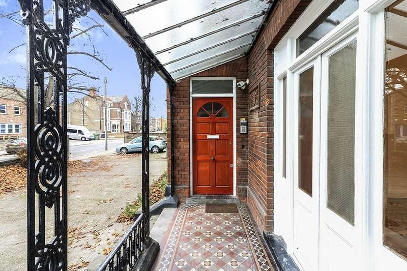 1 Bedroom Flat for sale in Carnarvon Road, London, E15
