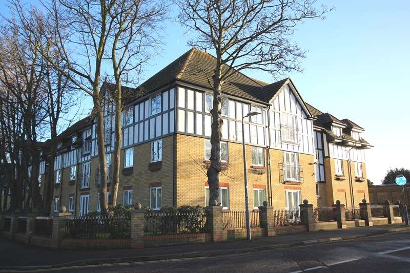 2 Bedrooms Apartment Flat for sale in Bournes Green School Catchment, Thorpe Bay